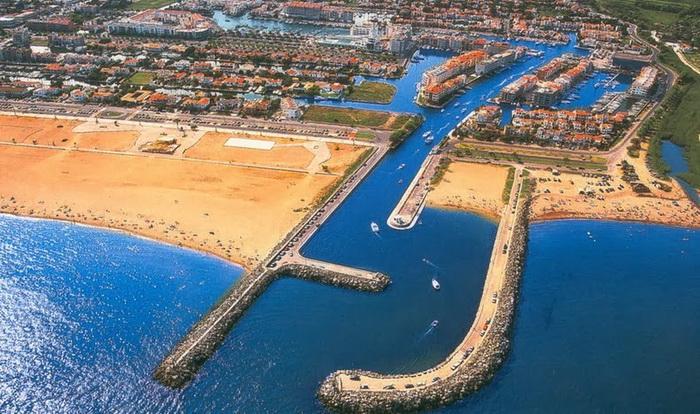 Эмпуриабрава - один из крупнейших в мире городов на воде