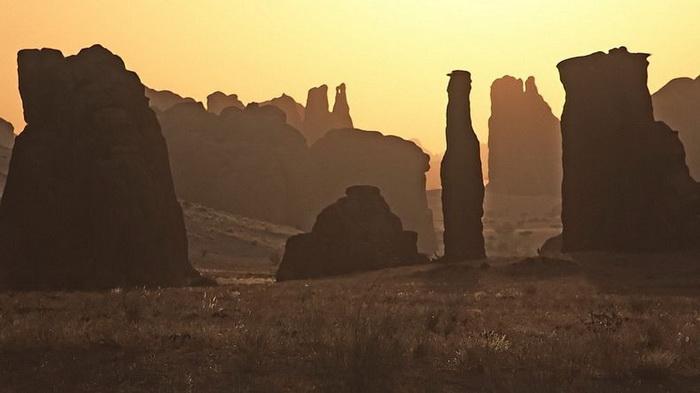 Причудливые пейзажи плато Эннеди