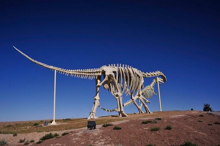 В парке Dinosaur Fairyland множество скульптур динозавров