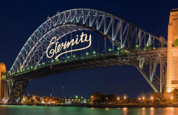 Граффити Eternity на мосту в Сиднее.