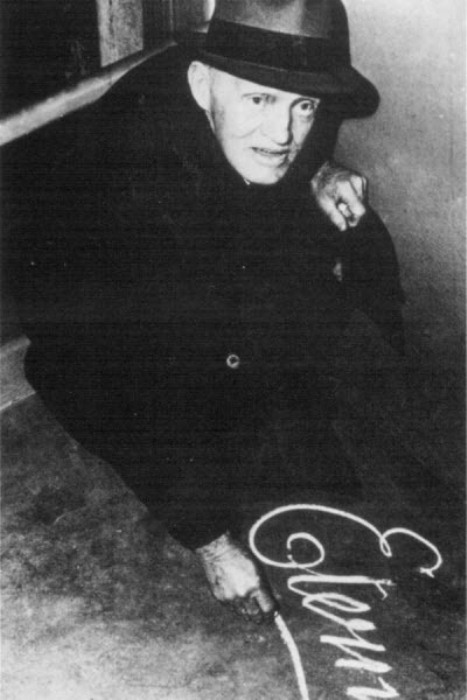 Артур Стейси - автор загадочного граффити.