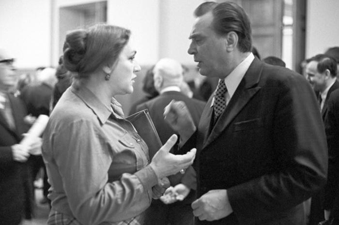Народные артисты СССР Евгений Матвеев и Нонна Мордюкова на III съезде кинематографистов СССР.