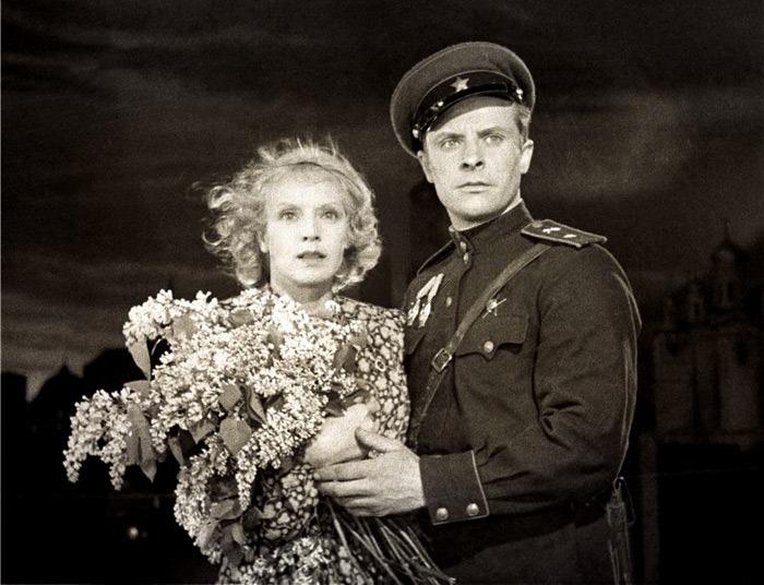 Евгений Самоилов и Марина Ладынина. Кадр из х/ф *В шесть часов вечера после войны*