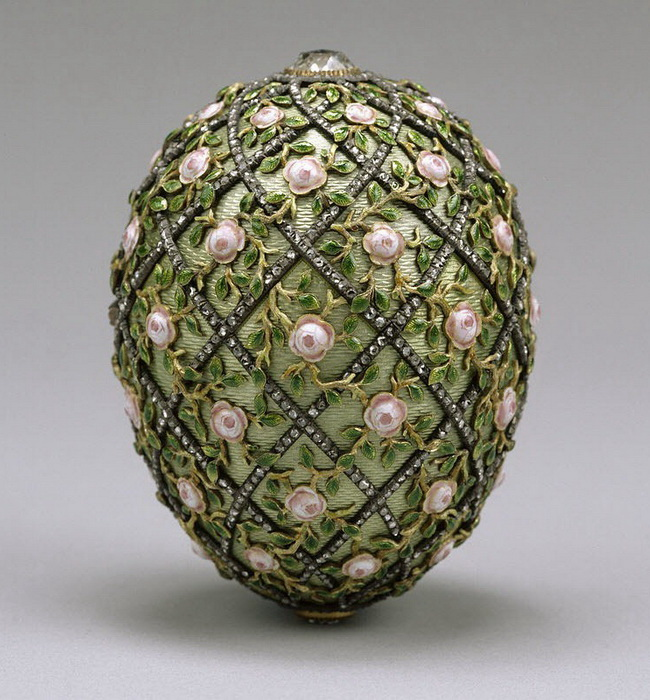 Яйцо с решеткой и розами, Фаберже, 1907