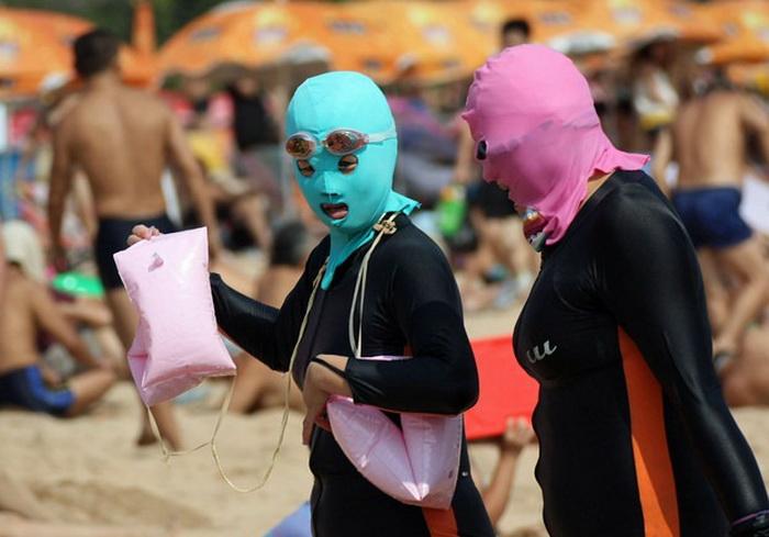 Модные шапочки для плаванья  face-kinis - тренд этого сезона в Китае