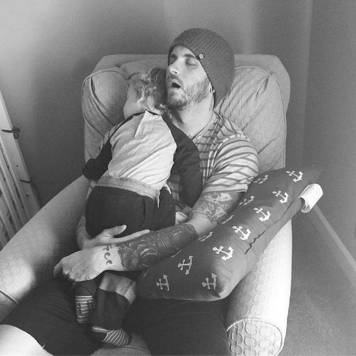 Отцовство без страха: флешмоб в Instagram об отцах, которые заботятся о своих детях.