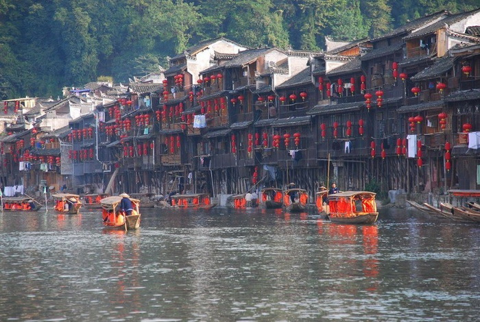Фенхуан - один из живописнейших городов Китая