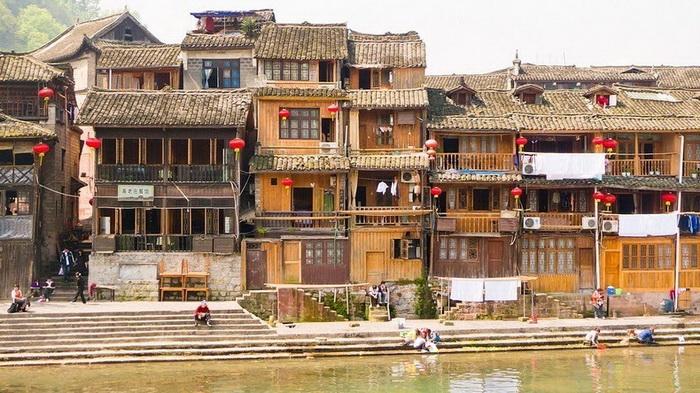 Столетиями Фенхуан сохраняет исторический облик
