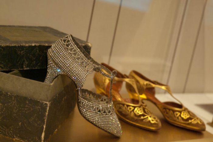 Блестящие туфли-флэпперы.