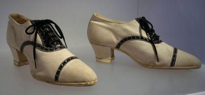 Спортивные туфли.
