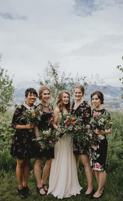 4 подруги невесты - 4 фасона.