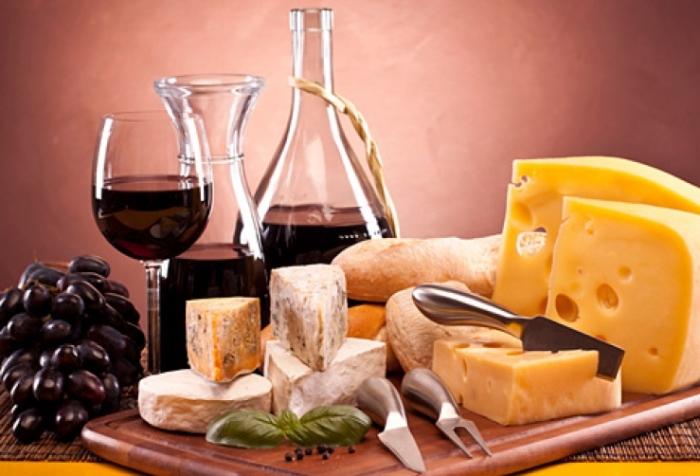 Сырный сомелье - специалист, который профессионально разбирается в сортах сыра.