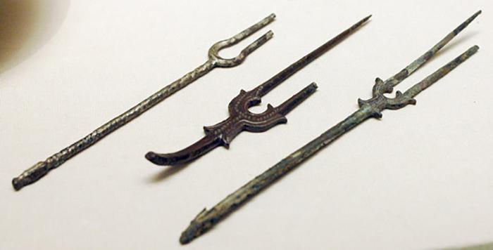 Бронзовые вилки, найденные на территории Персии. Датируются VIII-IX вв.