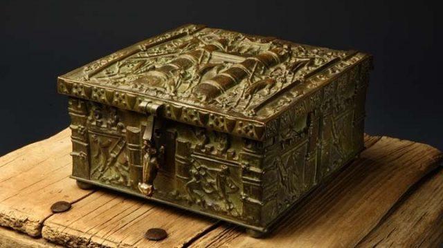 Стоимость спрятанных драгоценностей не менее 2 млн долл.