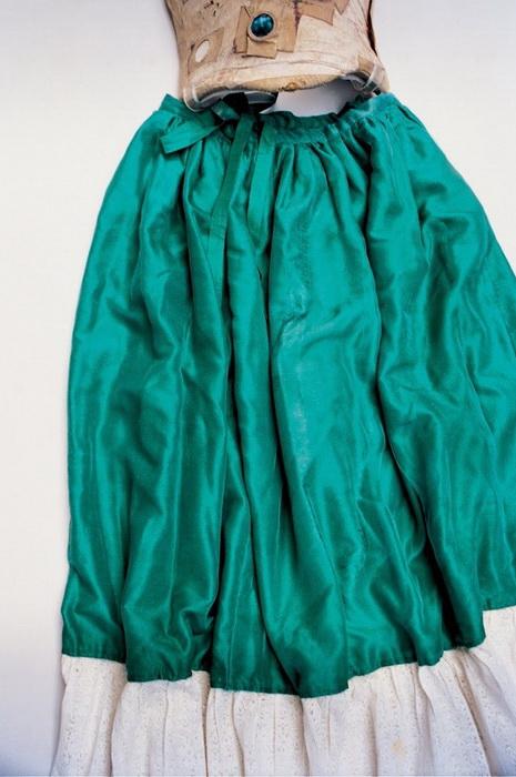 Шелковая зеленая юбка с корсетом.
