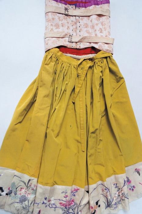 Платье Фриды Кало с поддерживающим корсетом.