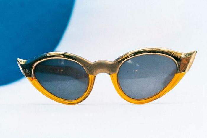 Солнцезащитные очки художницы.