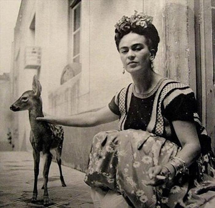 Фрида Кало и ее олень, 1939 год.