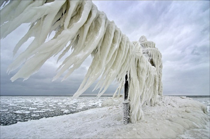 Обледеневшие маяки озера Мичиган на фотографиях Тома Джилла
