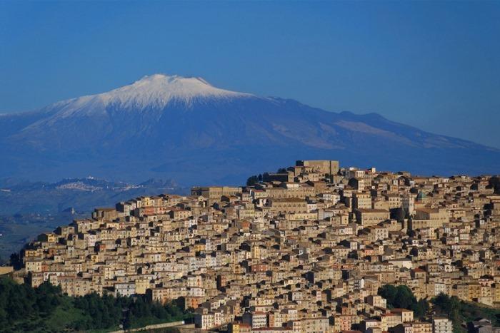 Домики с видом на вулкан Этна