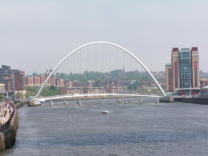 Мост Миллениум - известнейшая достопримечательность Северной Англии