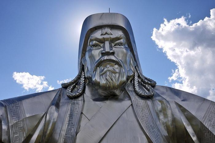 Чингисхан - монгольский национальный герой
