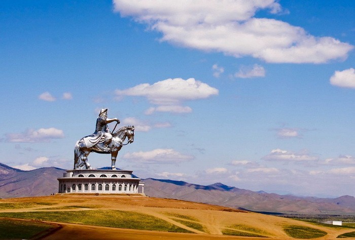 Конная статуя Чингисхана (Монголия)