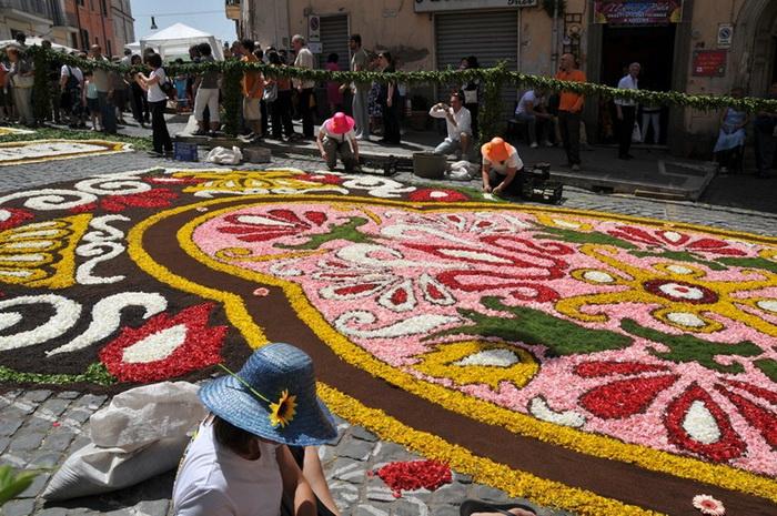 Genzano Infiorata Flower Festival: Цветочный ковер в Риме