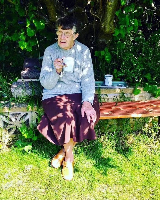 Время для легкого завтрака. На фото - жена Полина.