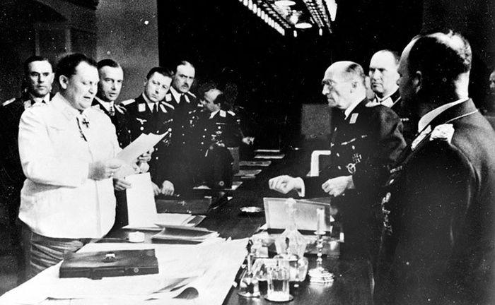21 июня, ночь. Герман Геринг зачитывает приказ о вторжении фашистских войск на территорию СССР