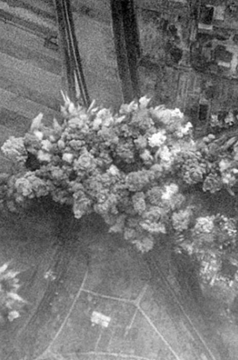 Первые бомбы были сброшены на Ригу, Минск, Смоленск, Одессу, Киев и Севастополь