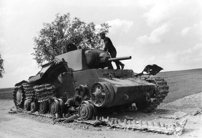 Первые советские танки, сожженные в Беларуси