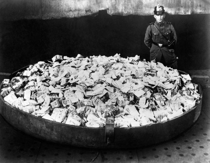 Сбор банкнот, подлежащих сожжению.