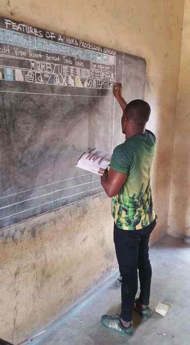 Урок информатики в Гане.