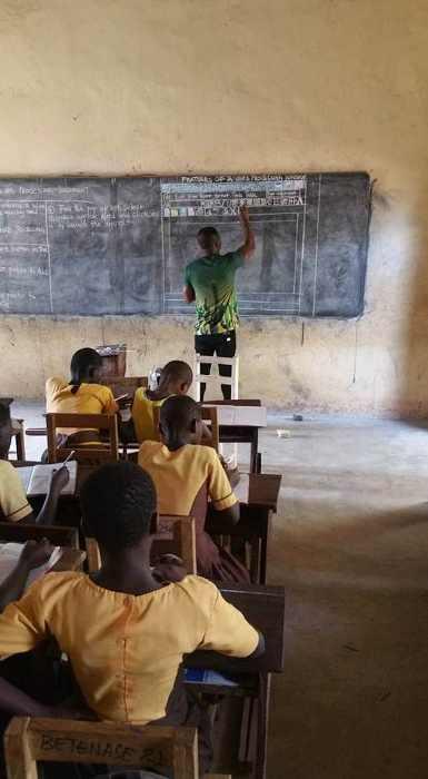 Урок информатике в школе, где нет компьютеров.