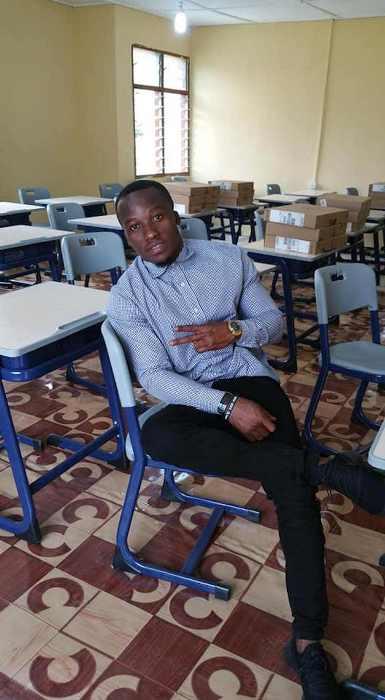 В классе обновили мебель и школьникам передали технику.