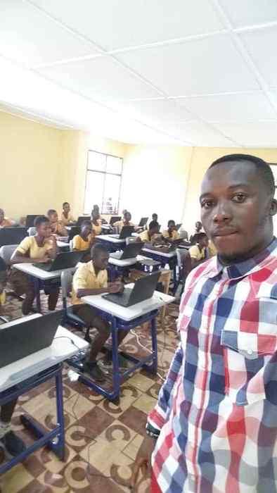 Ученики получили возможность работать за настоящими ноутбуками.