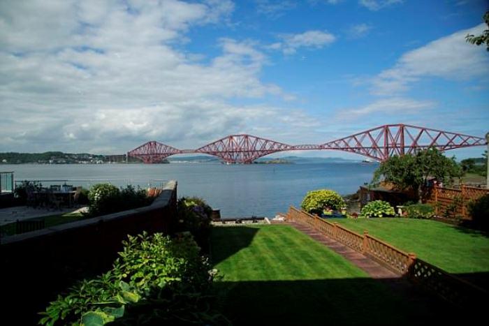 Железнодорожный мост в Эдинбурге внесен в список Всемирного наследия ЮНЕСКО.