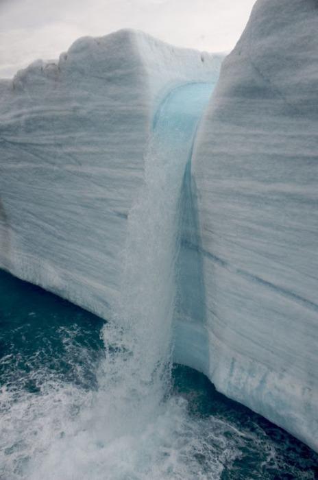 Ледяные водопады в заповеднике Свальбард
