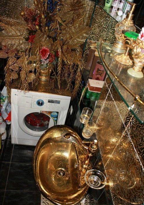Золотой декор ванной комнаты