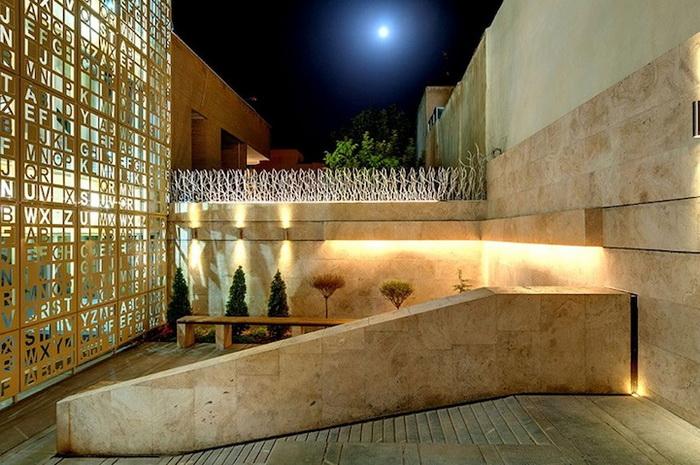 Оригинальный дизайн здания лингвистического института Gooyesh