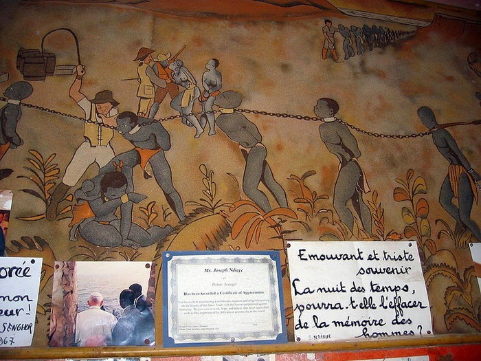Стена музея в Доме рабов