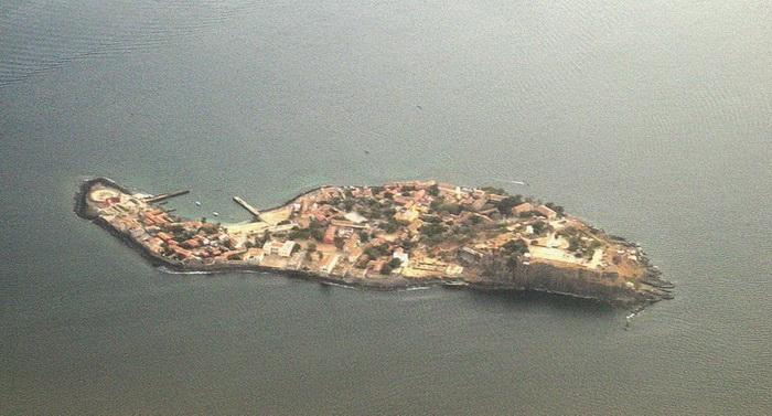Площадь острова Горе всего 0,182 км кв.