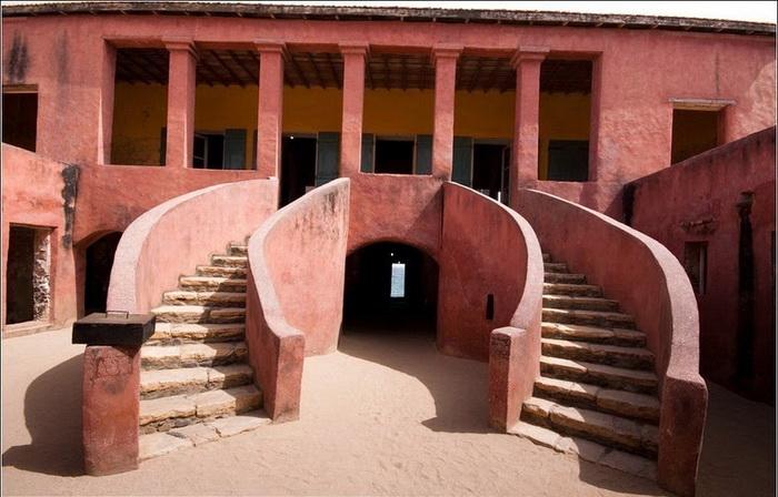 Дверь невозврата в доме рабов