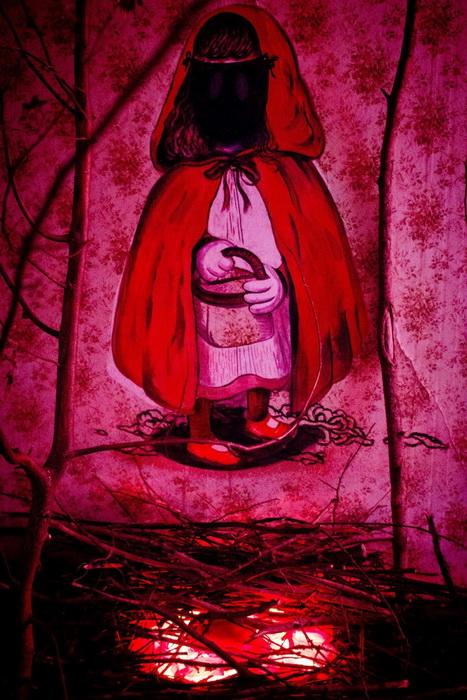 Инсталляция «Grandma's Den» по мотивом сказки о Красной Шапочке
