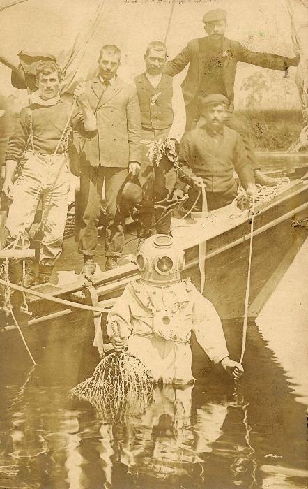 Ныряльщик за спонжами, Флорида, около 1907 года
