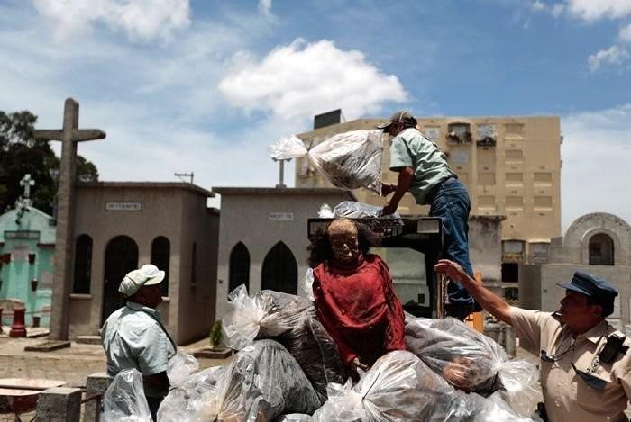 Погрузка пакетов с мумиями