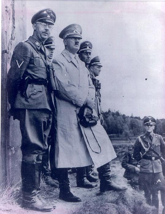 Генрих Гиммлер и Адольф Гитлер