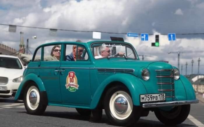 *Москвич*-401 развивал скорость до 56 м/ч.