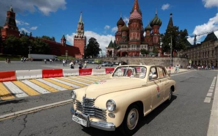 ГАЗ-М20 *Победа* - советская машина, которая появилась одной из перввых в послевоенные годы.